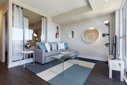 Modern and elegant 1 bedroom in prime Downtown Toronto location