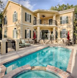 15 North Forest Beach - Amazing 7 BR Home w/Game area - 1 Block to Coligny Plaza & Beach! Pool/Jacuzzi