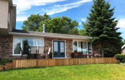 Pet-friendly Waterview bungalow overlooking Picton Bay PEC