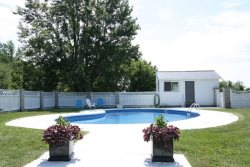 Beautifully restored Farmhouse with pool in Bloomfield