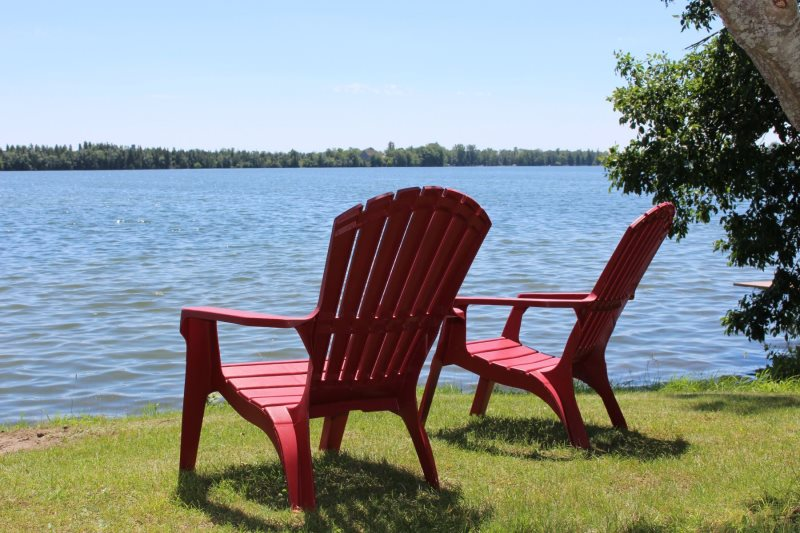 Roblin Lake Escape | PEC | 3 BR waterfront cottage great for