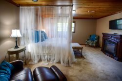 Honeymoon Suite at Willow Creek Falls & Vineyard