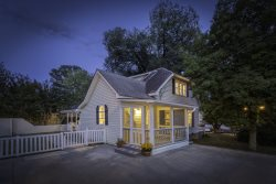 Dogwood Cottage on West Main Street- Downtown Blue Ridge, GA