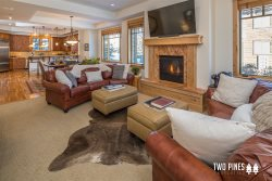 Contemporary Townhome | Private Hot Tub and Quick Walk to Shops & More!