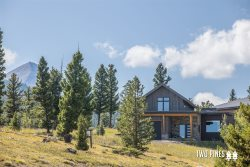NEW LISTING | Stunning Mountain Modern | Private Hot Tub and Incredible Views!