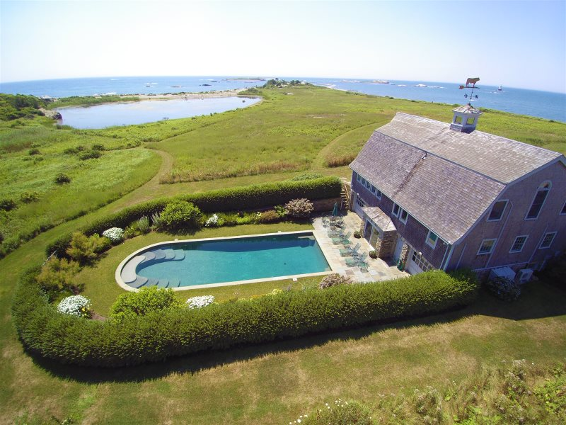 Spectacular Oceanfront Property 3 Bedroom Barn With Pool