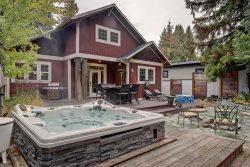 3 Bedroom | 2 Bath | Sleeps 8 | Walking Distance to Lake | Incl. Buoy
