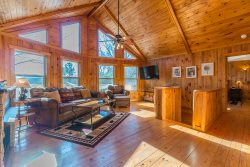 Private & Cozy Cabin Rental | 1BR 2BA | Pet Friendly | Hot Tub | 6 Miles from Helen, Ga