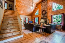 Creek Front Cabin | Secluded | 3BR 3.5 BA | Paved Driveway | Hot Tub | 2 Miles from Helen, Ga | Wifi