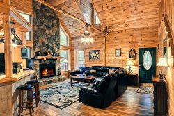 Deluxe Family Cabin. 5 BR 3 BA with 26 Ft Tall Wood Ceiling, Hot Tub & Game Room | Pet Friendly