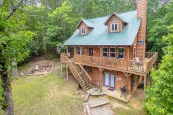 Large & Private Custom Cabin with Sauna, Hot Tub & Game Room. Pet Friendly. 5 Miles to Helen, Ga.