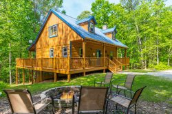 Private | Deluxe Cabin | 4BR 3 BA | Pet Friendly | Hot Tub | Wifi | 8 Miles from Helen, Ga