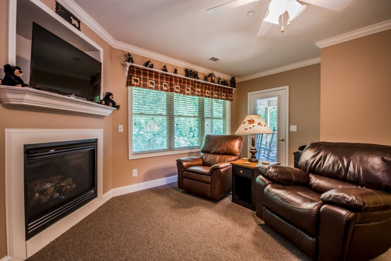 Beautiful 2 Bedroom Condo, Right On The Helen River. Prefect Location For  All Seasons And For Visiting Downtown Helen GA!