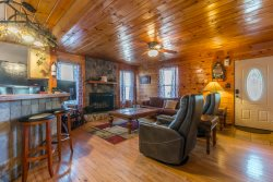 Deluxe Family Friendly Cabin, Complete Privacy, Walk to Trout Fishing