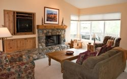 #215A-Great Location on the Bike/Ski path with garage: 10 minute Walk to Town & Lifts