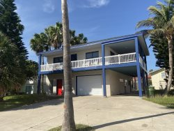 Large vacation rental house. Sleeps 18, 3 bedrooms, 4 bathrooms. No pets allowed. Close to beach ! CITY PERMIT # 2015-349202
