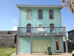 Extra Large rental house.  Sleeps 20, 4 bedrooms, ( 4 queens, 2 fulls, 3 sets of twin bunk beds ) , 4 bathrooms. No pets allowed. Close to beach, bay and clubs , CITY PERMIT # 2015-177327