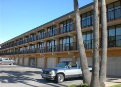 Vacation rental condominium. Sleeps 3, 0 bedroom, 1 bathroom. Pets allowed. Shared Pool CITY PERMIT # 2015-751367