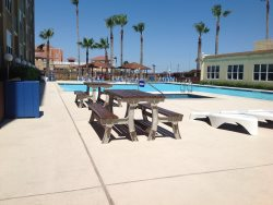 Condo close to the water park. Sleeps 4, 1 bedroom, ( 2 Fulls ),  1 bathroom. No pets allowed. Shared Pool , CITY PERMIT # 2015-629667