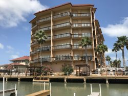 Bayfront condo complex. Sleeps 4, 2 bedrooms, ( 1 king, 2 twins ) ,  2 bathrooms. No pets allowed. Shared Pool, Permit Parking , CITY PERMIT # 2015-735434