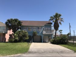 Home close to beach with beach views. Sleeps 11, 3 bedrooms, ( 2 queens, 3 twins, 2 sleeper sofas ) , 3 bathrooms. Pets allowed. Fenced back yard,  CITY PERMIT # 2016-077780