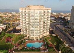 Cute 2 bedroom ( 2 queens, sleep sofa ) 1 bathroom, Sleeps 6 Great Beach views, Gated Parking