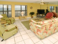Many Good Memories Made Here, Direct Beach Front, Enjoy the Balcony Swing