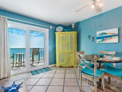Enjoy Beach Front Living, Family Fun, Convenient Location