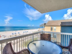 Nicely Decorated ~ Great Beachfront View ~ Nearby Restaurants, Shopping, Attractions