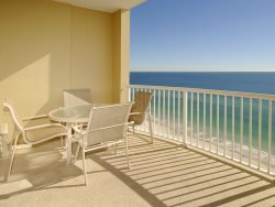 PentHouse Condo ~ Convenient ~ Family Fun ~ Views for Days!