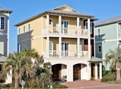 Huge Beach House, Sleeps 17, Close to Beach!