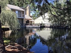 Updated 3/3 Condo In Sandestin Bay Resort, Lakefront