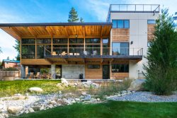 Gorgeous Modern Riverfront Vacation Home In The Icicle Valley Minutes To Downtown Leavenworth!