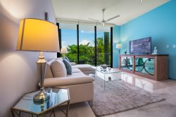 Brand New Luxury 5th Avenue Menesse 32
