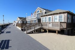 $3600/week Direct Boardwalk Oceanfront Cottage for weekly summer rental