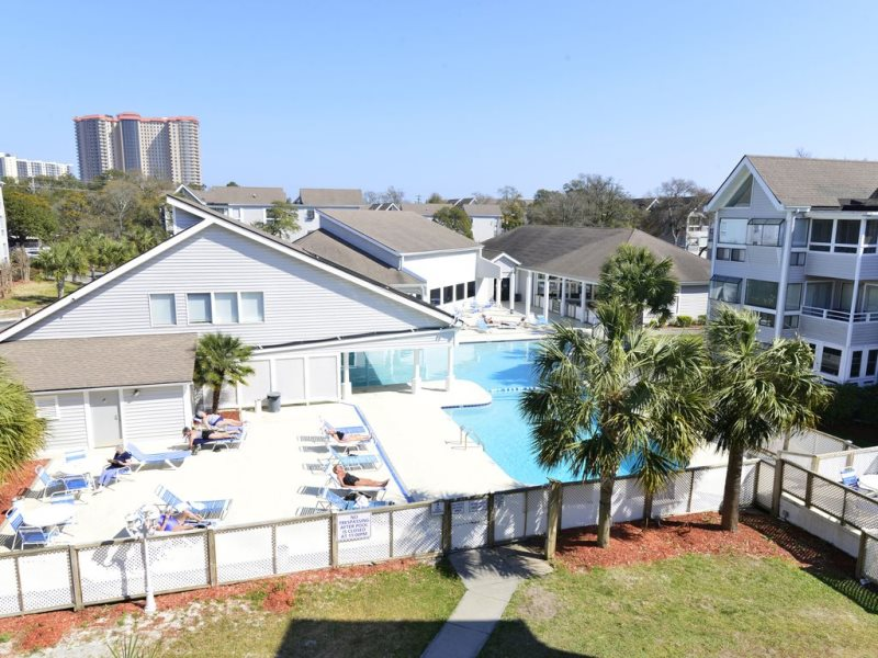 Summer Vacation Rental Getaway on famous Shore Drive! POOL