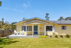 Sea La Vie - At the entrance to MacKerricher State Park and is in walking distance