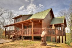 Elonore's Cabin has it all hot tub, slate pool table, wrap around decks, fire pits and beautiful mountain view