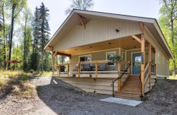 Forrest Glenn Chalet tucked away in Talkeetna, Family Friendly 2 bedroom 1 bath sleeps 8