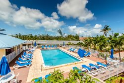 Salty Dog 3 bed 2.5 bath Condo at The Reef with shared pool