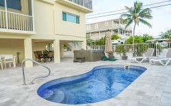 5 Seas Retreat 3 Bedrooms 2.5 Bath w/ 75' of dockage & Jacuzzi