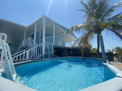 Blue Marlin 2/2 Pool home with 37' Dock Easy Access to Atlantic