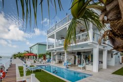 Casa Playa 4bed/3.5bath with private pool & dockage