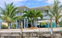 R & Ks Marathon Paradise 2/2 Duplex w/35' Dock & Cabana Club Included