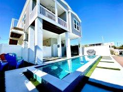 El Tesoro a Beautiful 3 Bedroom 2 Bath Marathon Home w/ Private Pool & Dock