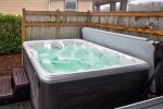 Hot tub w/privacy fence