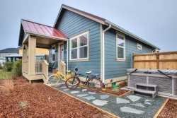 Sea Stars & Stripes Beach Cottage