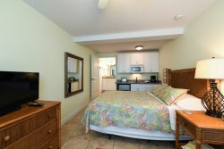 Grande Flats #3 An Efficiency Room With Queen Bed In The Heart Of Boca Grande
