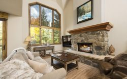 Stonegate #4, SKI IN/SKI OUT, Pool & Hot Tub!