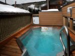 Vail 21 Building`s roof-top hot tub